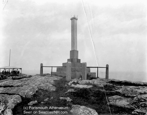 Smith Monument in Victorian era on Star Isaldn at Isles of Shoals (c) Portsmouth Athenaeum/ Star Island Collection