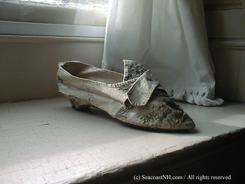 Sally Brewster's Brocade slipper worn with George Washington in 1789 / SeacoastNH.com photo