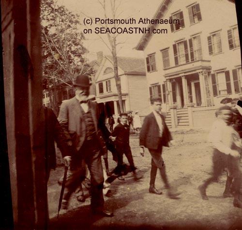 417_Spanish_prisoners_admiral_in_Portsmouth_NH