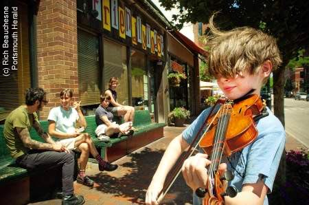 Street busker in Portsmouth, NH