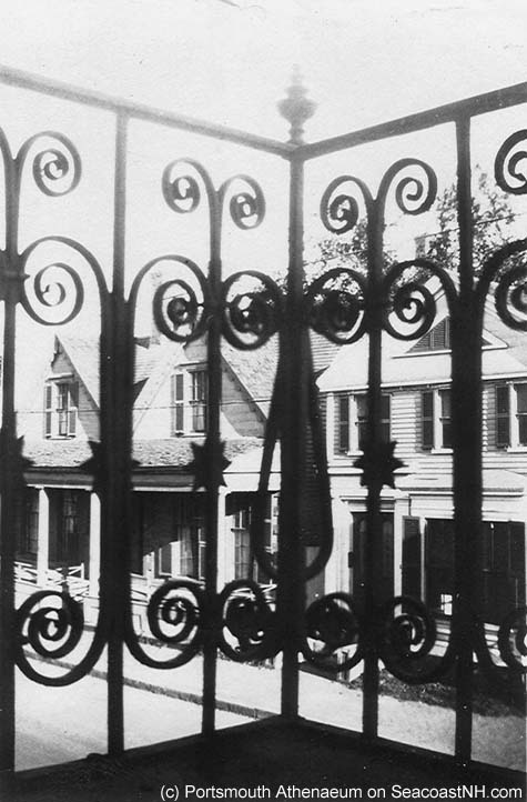Possible NH Statehouse balcony in 1930s / SeacoastNH.com